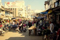 India-street-scene-600x402